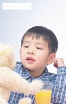 中国小男孩与玩具图片